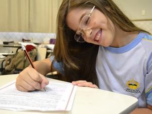 Gabriela foi um dos destaques ao escrever carta para a  tia (Foto: Naiara Arpini/ G1 ES)