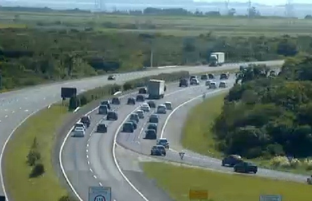 Freeway tem trânsito lento na volta do Litoral Norte do RS (Foto: Reprodução/Concepa)