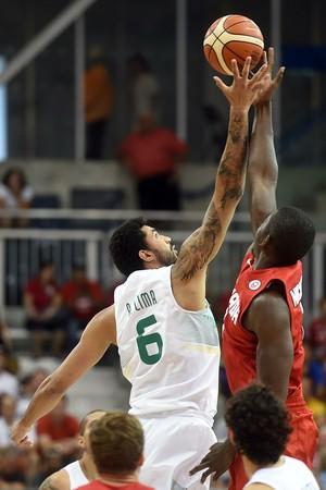 Augusto Lima (6) Brasil x CAnadá basquete pan-americano 2015 (Foto: Gaspar Nobrega/inovafoto)