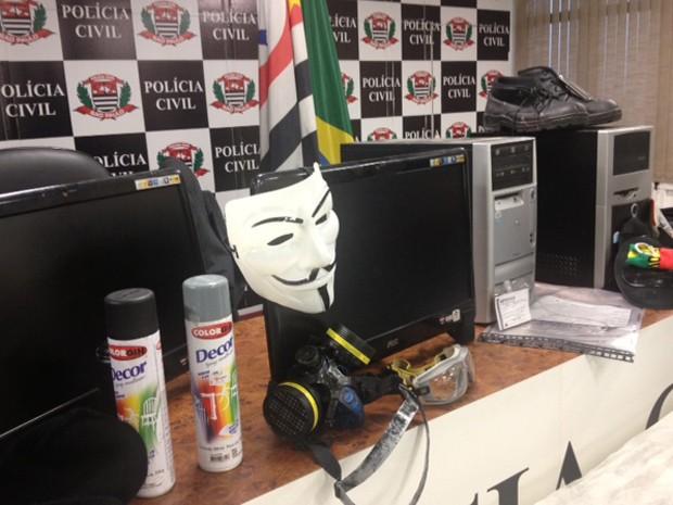 Material apreendido pela polícia  (Foto: Márcio Pinho )