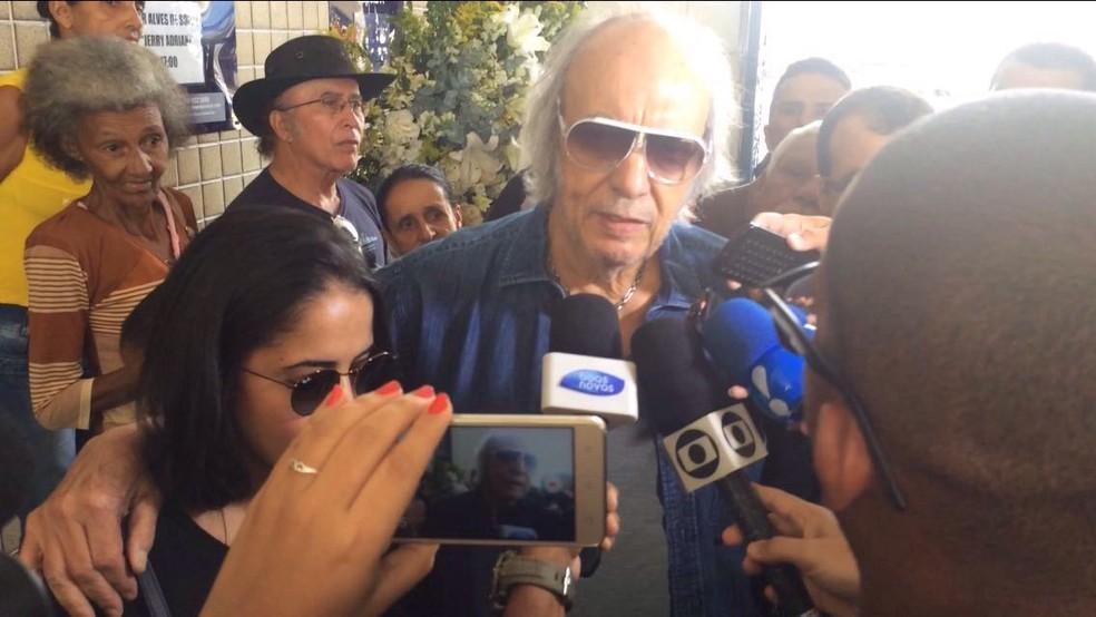 Erasmo Carlos presta homenagem a Jerry Adriani (Foto: Bruno Albernaz/G1)