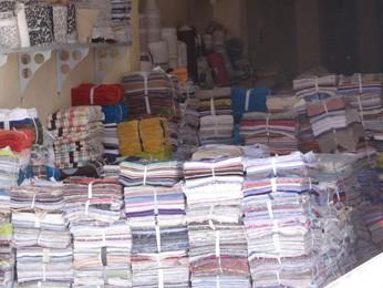 Retalhos vendidos em Santa Cruz do Capibaribe. (Foto: Katherine Coutinho / G1)