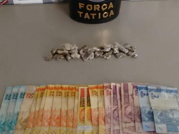 Porções de maconha fizeram rapaz ser preso no aniversário dele (Foto: Divulgação/ PM Tatuí)
