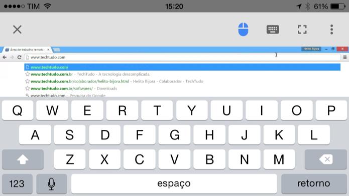 Usando o teclado para digitar no computador (Foto: Reprodução/Helito Bijora)