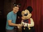Felipe Suhre se diverte com Mickey (Paulo Gonçalves / GShow)
