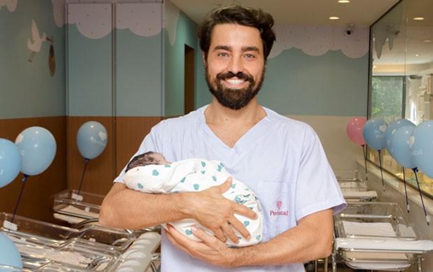 Ricardo Pereira com a filha Julieta (Foto: Divulgação)