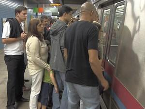 O Metrô do Distrito Federal vai passar a contar com um vagão exclusivo para mulheres e pessoas com deficiência a partir de 1º de julho. O primeiro mês ocorrerá como fase de testes. A exclusividade vale de segunda à sextta, entre 6h e 8h45 e entre 16h e 20 (Foto: TV Globo/Reprodução)