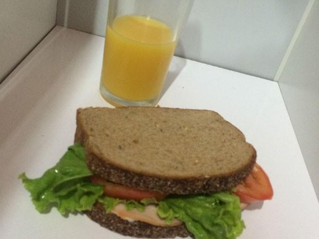 Sanduíche natural substituiu frituras e suco tomou o lugar do refrigerante (Foto: Breno Fagundes/Arquivo pessoal)