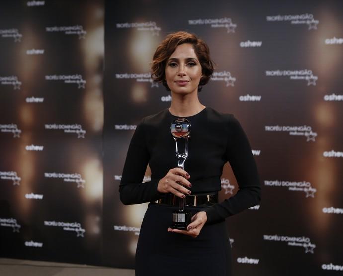 Camila Pitanga ganha troféu de Atriz de Novela e fala de Domingos Montagner (Foto: Ellen Soares/Gshow)