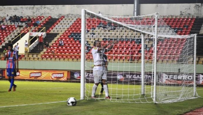 Rafael Tanqu, atacante do Rio Branco-AC, gol sobre o Plácido de Castro (Foto: Duaine Rodrigues)
