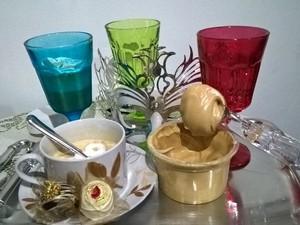 Espécie de merengue é base para o preparo do café cremoso (Foto: Waldson Costa/G1)