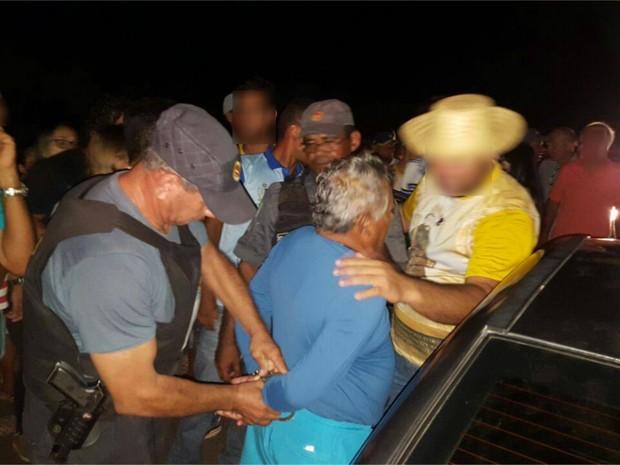 Segundo a PM, o condutor do veículo foi preso em flagrante por embriaguez (Foto: Divulgação/PM)