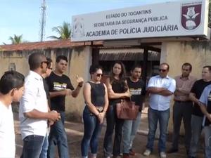 Aprovados reclamam que o concurso está parado (Foto: Reprodução/TV Anhanguera)