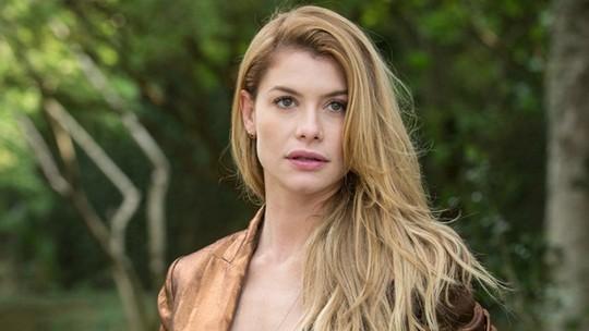 Alinne Moraes revela truques de beleza no 'Vídeo Show'