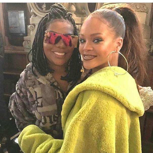 Ludmilla posa com Rihanna após desfile. Musas! (Foto: Reprodução Instagram)