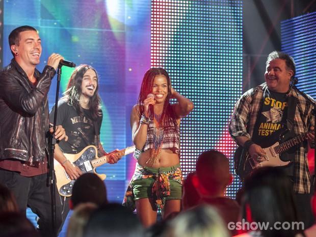 Nando Rocha e Sol no palco? Não perca as emoções deste capítulo (Foto: Inácio Moraes / TV Globo)