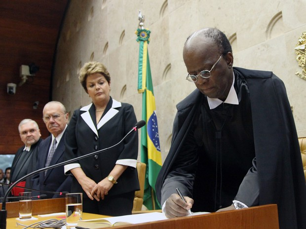 Presidente Joaquim Barbosa é declarado empossado pelo decano da Corte, ministro Celso de Mello (Foto: Carlos Humberto/SCO/STF)