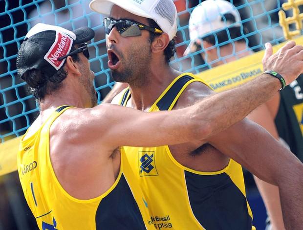 Márcio e Pedro Solberg vôlei de praia (Foto: Mauricio Kaye / CBV)