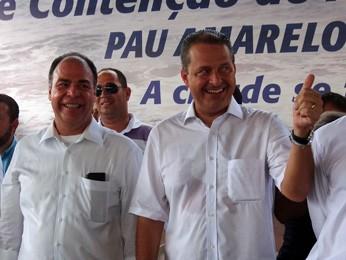 Bezerra Coelho e Campos inspecionaram obra em Paulista. (Foto: Katherine Coutinho/G1)