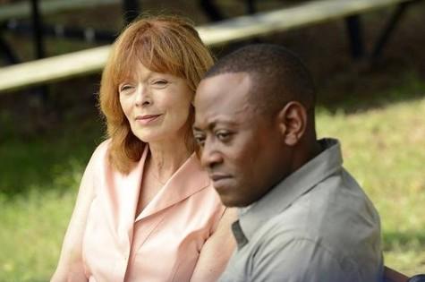 Omar Epps e Frances Fisher em cena de Ressurection (Foto: Divulgação)
