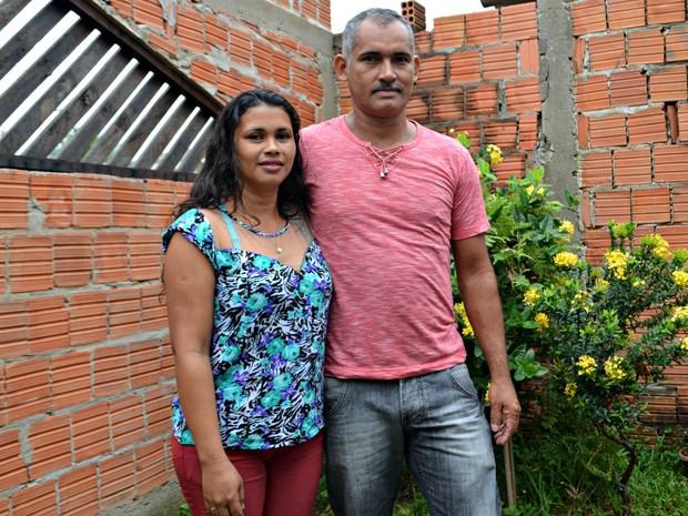 Adão da Silva e Eva Alves do Acre são casados há mais de 20 anos (Foto: Caio Fulgêncio/G1)