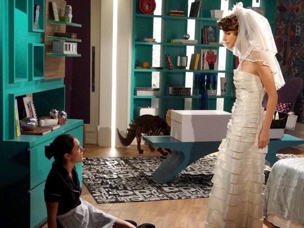 Cida não acredita que Isadora foi capaz de agredí-la (Foto: Cheias de Charme / TV Globo)