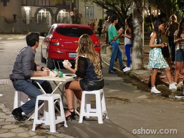 Abelardo e Detinha veem fantasma de Caetano mais uma vez  (Foto: Malhação / TV Globo)