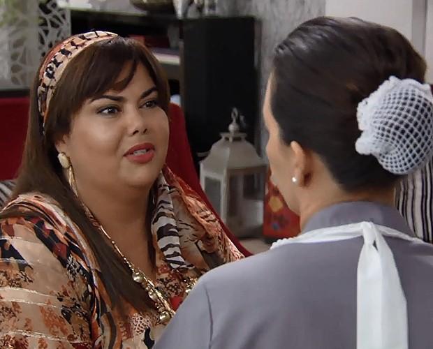 Fabiana Karla interpreta madame sem noção (Foto: TV Globo)