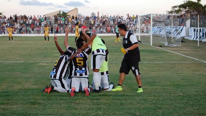 Treze x Paraíba de Cajazeiras, Presidente Vargas (Foto: Silas Batista / GloboEsporte.com)
