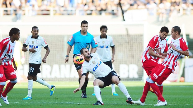 Danilo jogo Corinthians e Náutico (Foto: Marcos Ribolli / Globoesporte.com)