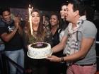 Fabiana Karla comemora aniversário com famosos