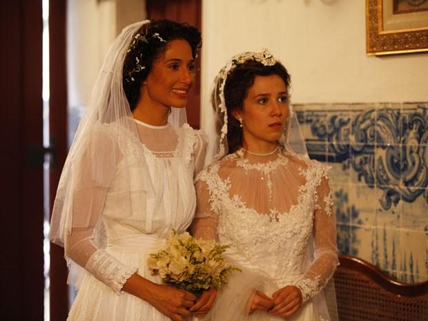 Padre anuncia para isabel e Laura que o noivo chegou. Noivo de quem? (Foto: Lado a Lado/TV Globo)
