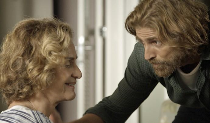 Pedro conhece Silvia, a mãe de Ciro (Foto: TV Globo)