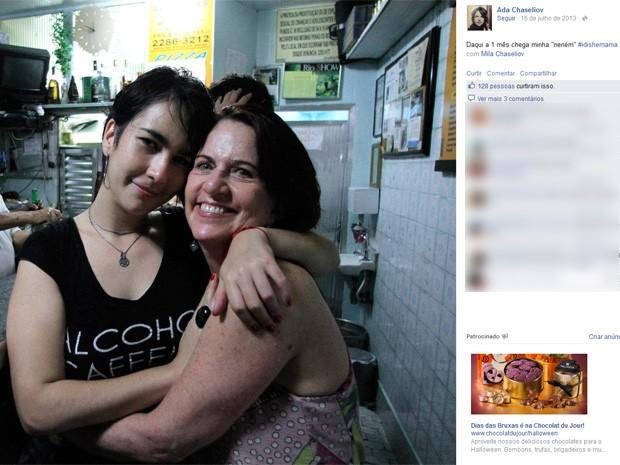 Ada Chaseliov e a filha, Mila. (Foto: Reprodução/ Facebook)