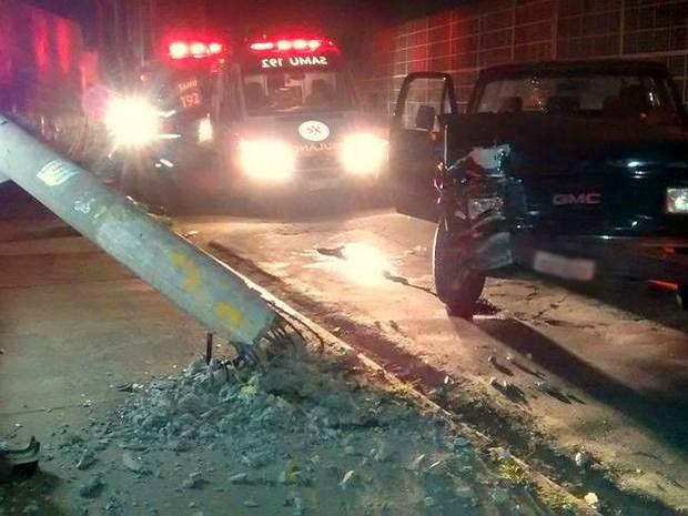 Passageira do veículo teve ferimentos e foi socorrida pelo Samu em Piracicaba (Foto: Valter Martins/Piracicaba em Alerta)