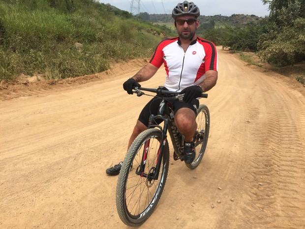 Ciclista Caio de Sá toma precauções para evitar roubos (Foto: Arquivo Pessoal / Caio de Sá)
