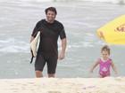 Mario Frias curte praia com a família no Rio de Janeiro