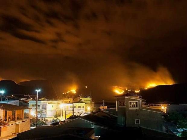 Fogo na Chapada Diamantina em dezembro de 2015 (Foto: Diego Borges/Arquivo Pessoal)