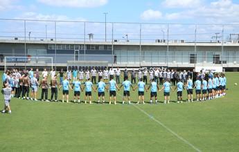 Grêmio se reúne com oração e palmas em homenagem à Chape em treino