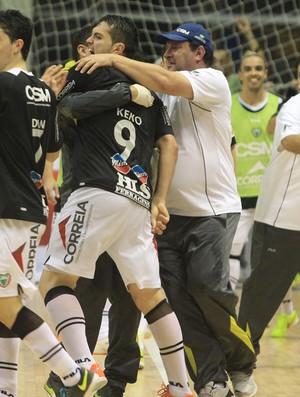Futsal comemoração Jaraguá (Foto: Beto Costa/CSM)