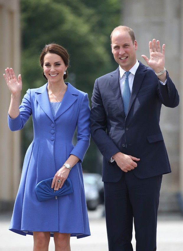BERLIN, GERMANY - JULY 19:  Prince William, Duke of Cambridge and Catherine, Duchess of Cambridge visit the Brandenburg Gate during an official visit to Poland and Germany on July 19, 2017 in Berlin, Germany.  (Photo by Chris Jackson/Getty Images) (Foto: Getty Images)