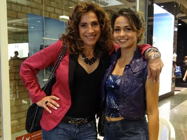 Totia Meireles e Nanda Costa nos bastidores das gravações (Foto: Salve Jorge / TV Globo)