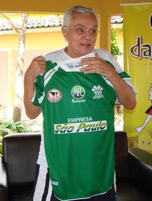 Chico Anysio com camisa do Maranguape 2 (Foto: Alex Pimental/ Agência Diário)