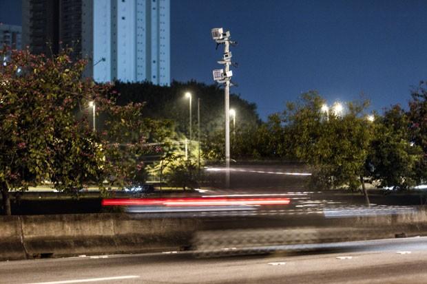 Radar fotgráfico que registrou veículo na Marginal Tietê (Foto: Marcelo Brandt/G1)