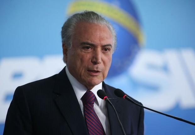 O presidente Michel Temer anuncia liberação de milho no Palácio do Planalto (Foto: Antonio Cruz/Agência Brasil)