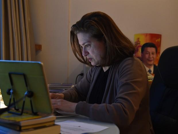 Jornalista Ursula Gauthier, que não terá visto renovado pela China por fazer críticas ao regime do país (Foto: Greg Baker / AFP)