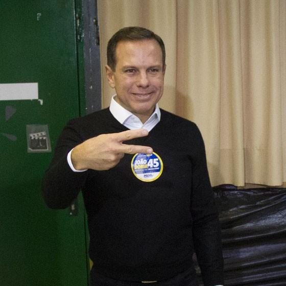 O candidato do PSDB à prefeitura de São Paulo, João Doria Jr., na votação (Foto: Mister Shadow / ASI / Ag. O Globo)