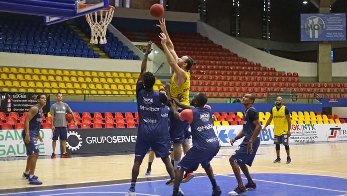 Mogi das Cruzes basquete treino Caio Torres (Foto: Antonio Penedo/Mogi-Helbor)