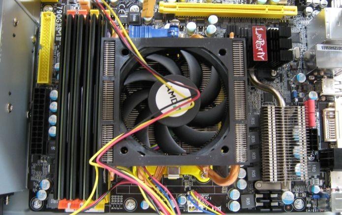 Um upgrade nos componentes da placa-mãe podem ajudar o PC a durar mais (Foto: Creative Commons/Flickr/fsse8info)