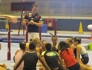 Equipe de ginástica do Flamengo treina no Velódromo (Foto: Lydia Gismondi / GLOBOESPORTE.COM)